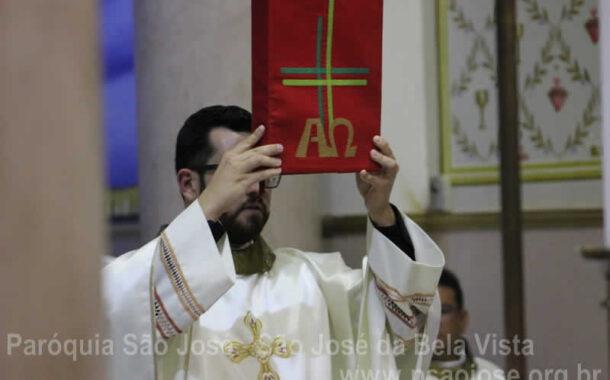 Padre Luan toma posse da Paróquia