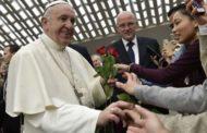 Paróquias não devem cobrar para dedicar missa a finados